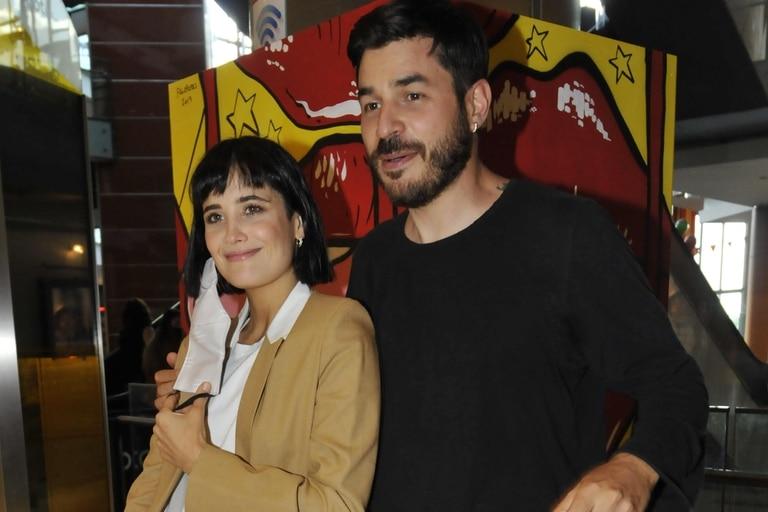 ¡Whisky! Después de las fotos con barbijos, llegaron las imágenes de Florencia Torrente y su novio con la cara descubierta para alegría de los fotógrafos