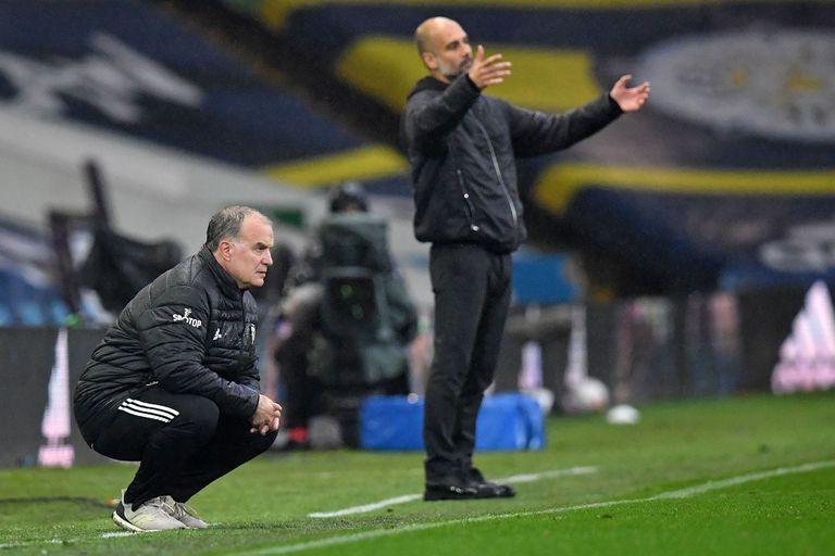Bielsa y Guardiola, dos directores técnicos que siguen el partido con concentración e intensidad