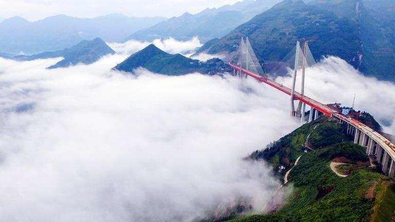 El puente Beipanjiang es el más alto del planeta.