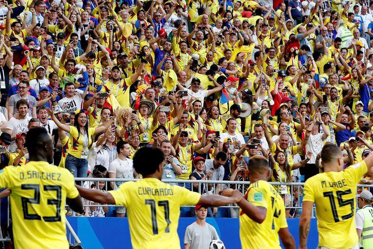 El peculiar festejo de los colombianos junto con los hinchas
