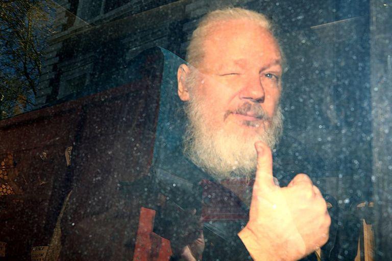 Trump habría ofrecido un indulto al hacker Julian Assange a cambio de información sobre una filtración al Partido Demócrata