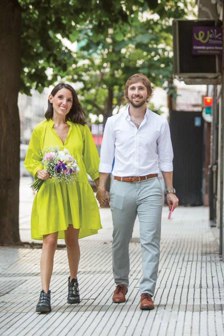 Marina y Gonzalo lucen anillos de matrimonio, regalo de la joyería Jean- Pierre.