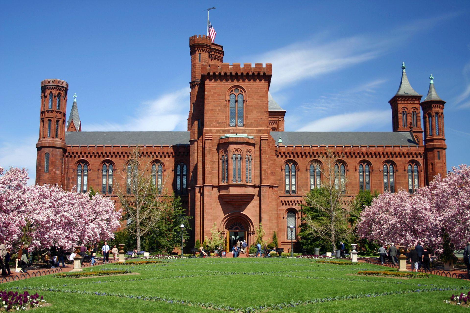 """""""El castillo"""", en donde funciona el instituto smithsoniano, Washington D.C."""