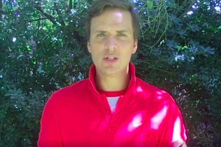 El actor, que desde hace años interpreta a un personaje que es rugbier, fue criticado por su imitación. Del entorno de Fernando Báez Sosa lo defendieron.