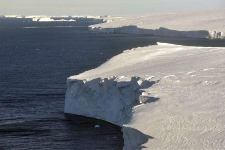 Algunos científicos creen que el colapso del glaciar Thwaites, del tamaño de Gran Bretaña, puede elevar el nivel del mar en casi un metro