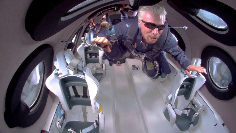 Branson alcanzó una altura de 86 kilómetros y llegó hasta las puertas del espacio