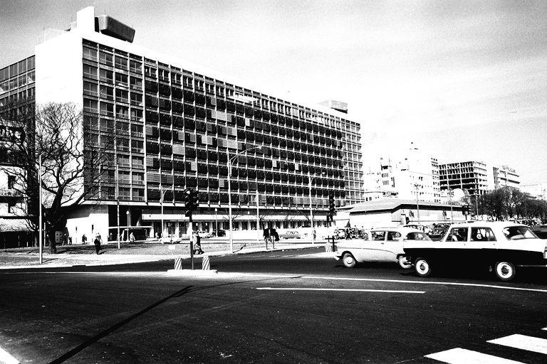 El Edificio del Plata se inauguró en 1962. Antes fue Mercado del Plata y, más lejos en el tiempo, Plaza Amarita y Hueco del Curro Moreno.