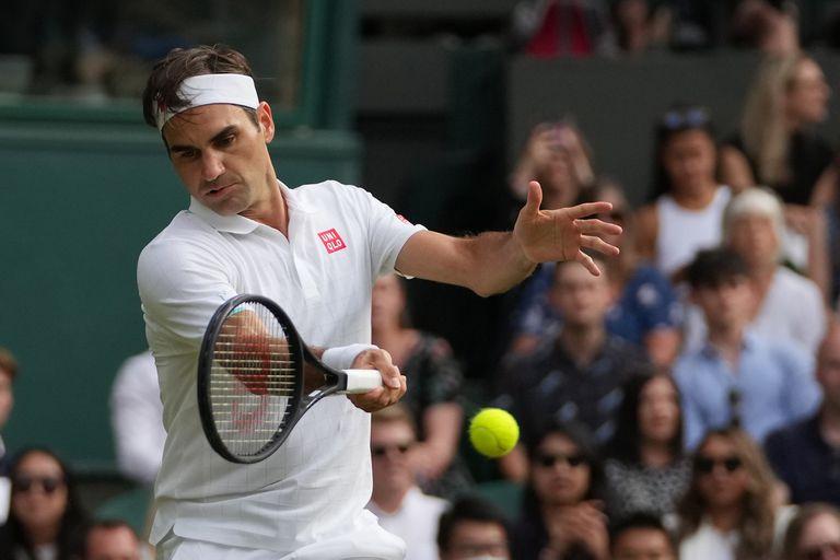 Roger Federer y una devolución ante Richard Gasquet