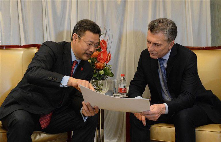 Macri, en septiembre pasado en China, con el titular de la Corporación Núclear
