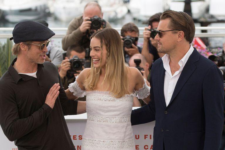Brad Pitt, Margot Robbie y Leonardo DiCaprio posaron hoy para los cientos de fotógrafos que se dieron cita para esta edición del festival de cine Cannes