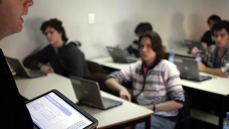 El programa 111 mil busca capacitar jóvenes en informática y darles una salida laboral