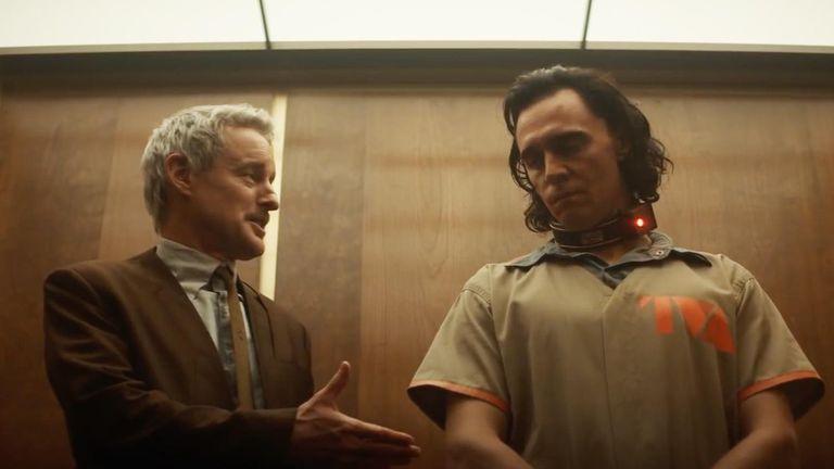 Loki establece una improbable alianza con Mobius, un agente encargado de corregir posibles anomalías en las líneas temporales.