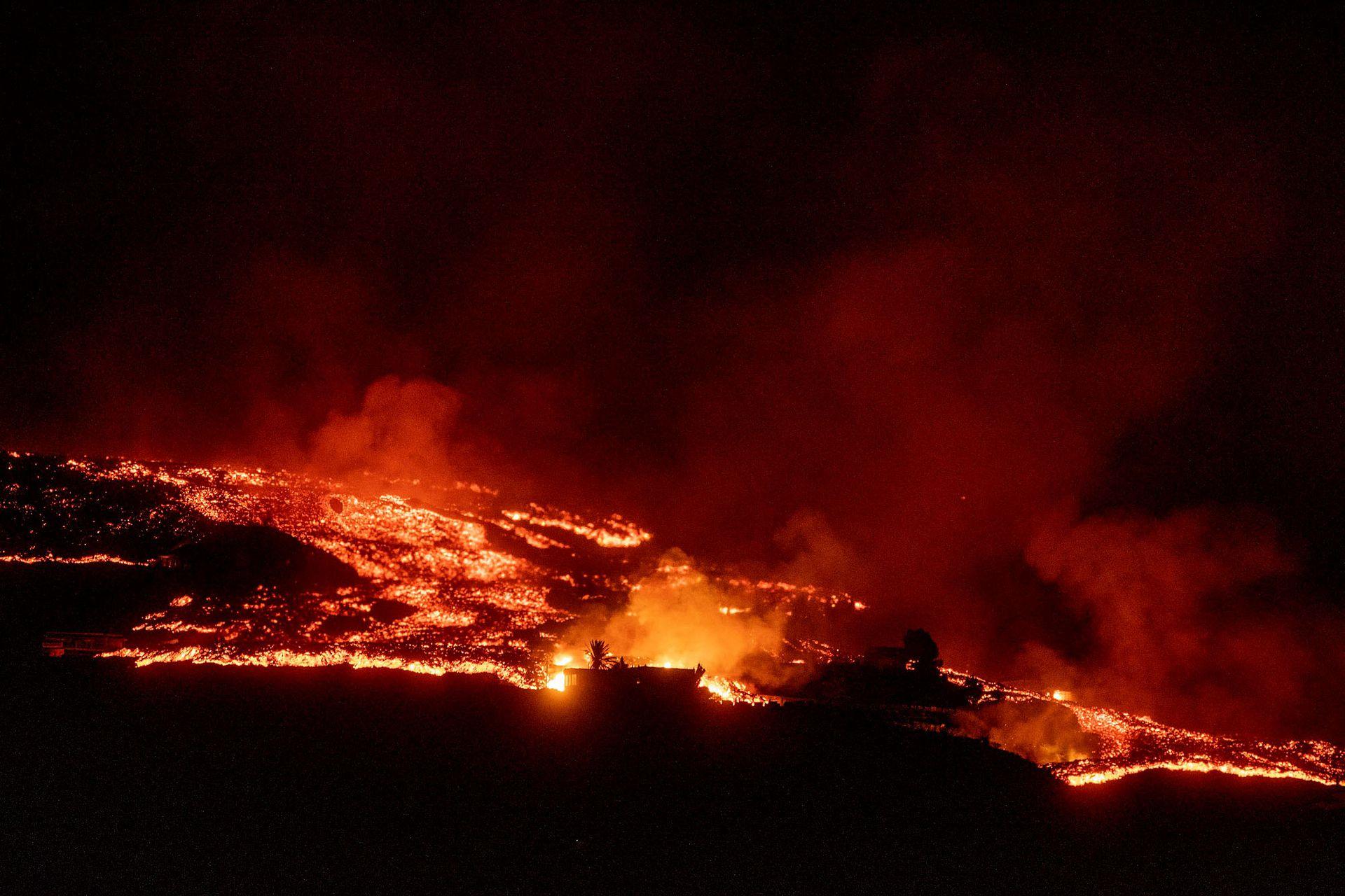 Hay estado de alerta sobre algunas viviendas que se encontraban a salvo y ahora corren peligo de ser arrasadas por la lava