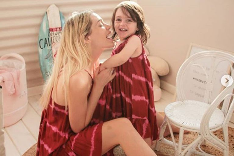 Emilia Attias junto a su adorada hija
