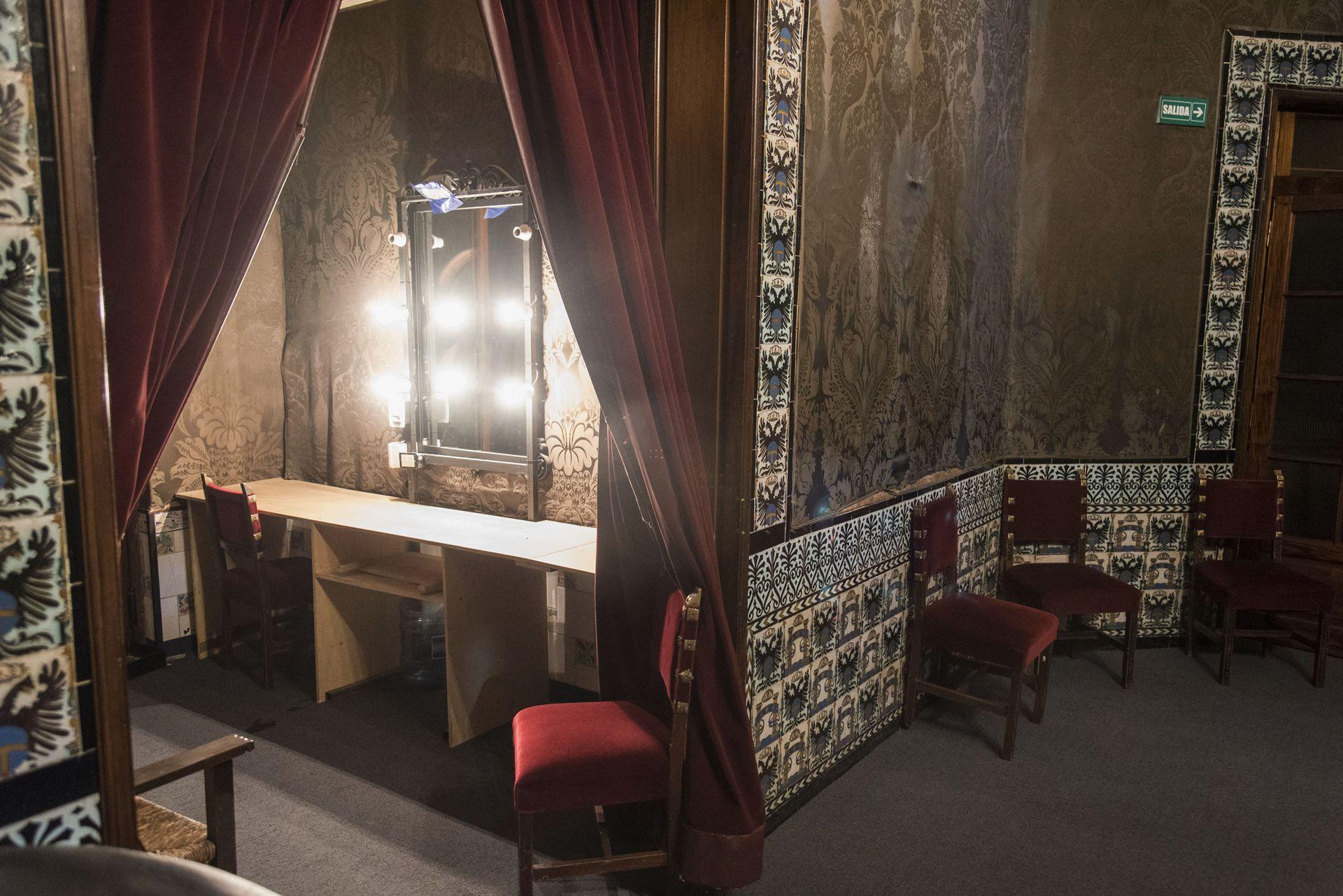 Camarín de la sala Orestes Caviglia, la sala que se instaló en donde antiguamente funcionaba una confitería con vista a la Plaza Lavalle
