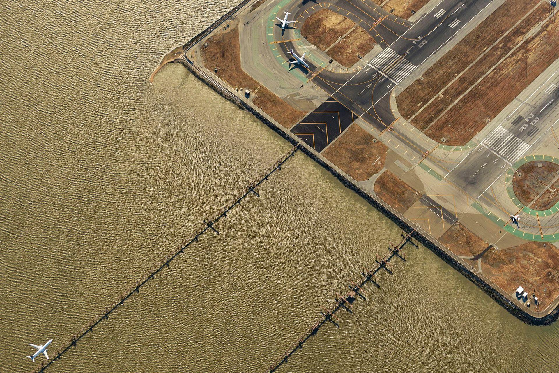 Segundo lugar, categoría Lugares, la imagen fue tomada por JassenTodorov, Vista del Aeropuerto Internacional de San Francisco