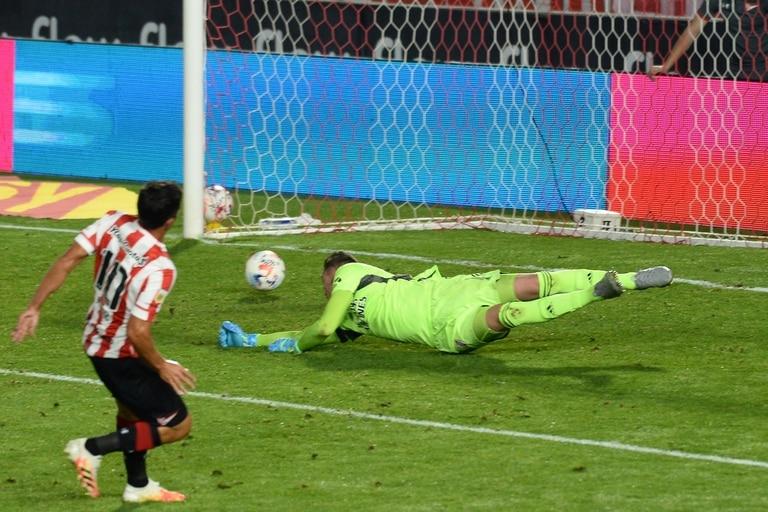 El gol de Mauro Díaz a River; el volante de Estudiantes pelea por ganarse la titularidad en el nuevo ciclo de Zielinski en Estudiantes