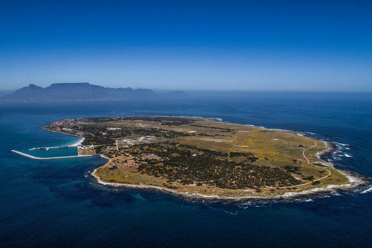 La isla donde Mandela pasó 18 años en una celda de 4 metros cuadrados
