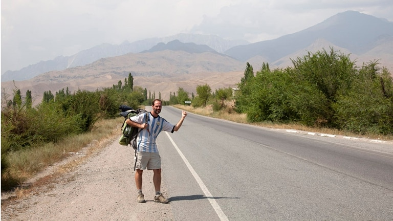 Esteban Mazzoncini recorrió 435.000 kilómetros y escribió la Guía del Mochilero