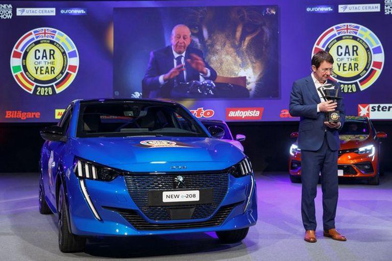 Streaming. El CEO de Peugeot, Jean-Philippe Imparato, sigue desde la pantalla la premiación del 208