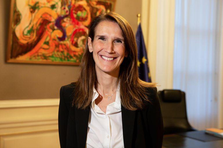 La nueva primera ministra belga, Sophie Wilmes, posa después de su nombramiento el 27 de octubre de 2019 en Bruselas