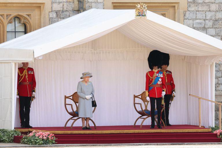 La ceremonia contó con el tradicional desfile de la Guardia de la Reina y el Regimiento Montado de Caballería de la Casa