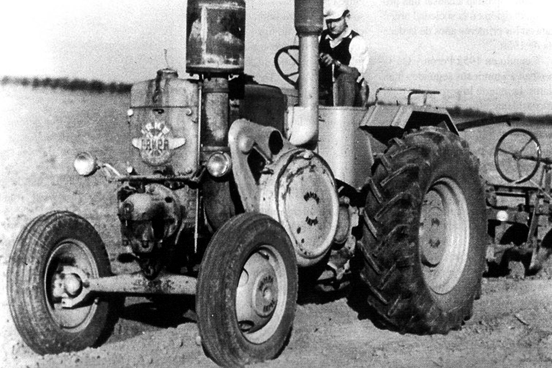 "Tractor ""Pampa"""