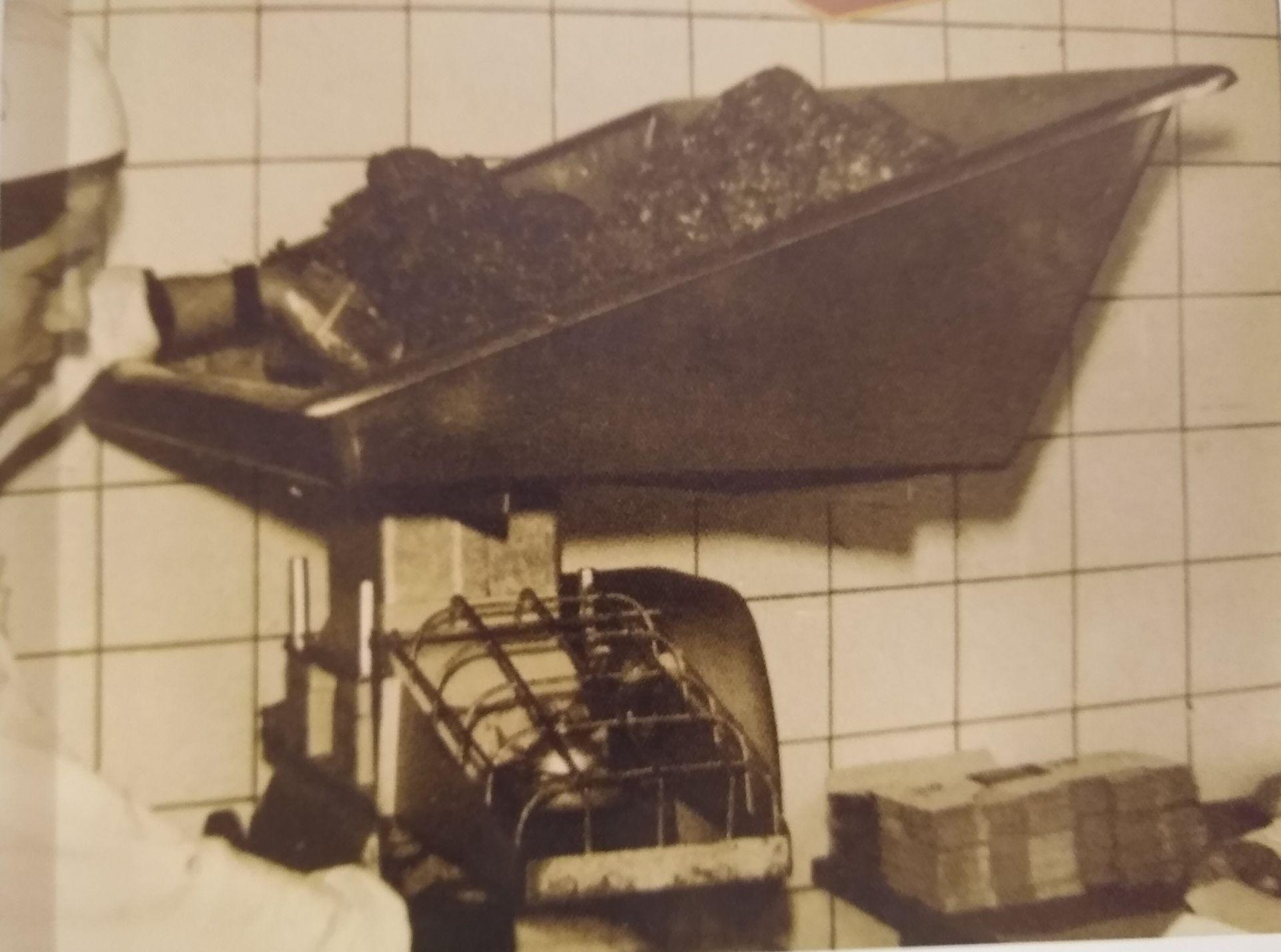 """La  Hollymatic 1200 que trajo Lowenstein desde Estados Unidos en 1960. Esa máquina produjo las primeras hamburguesas industriales de Argentina. Su capacidad de producción era de 1200 """"patties"""" por hora."""