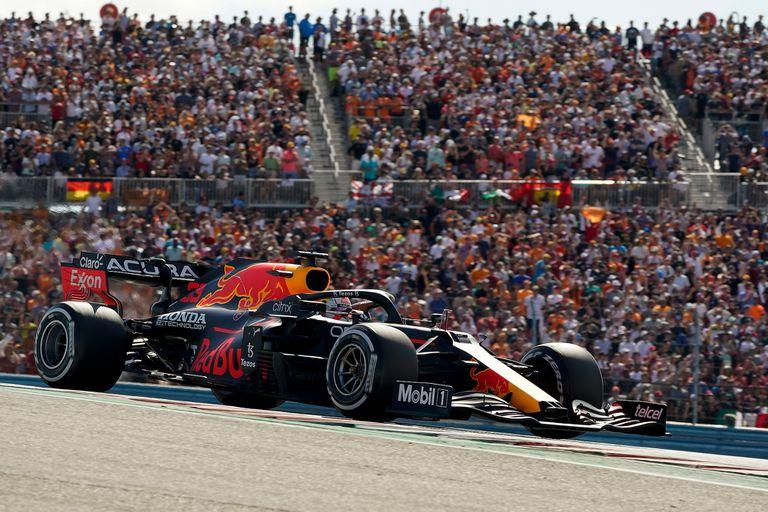 Verstappen ganó en Estados Unidos, en un apasionante duelo por el título con Hamilton