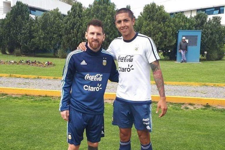 Con Messi, en el predio de Ezeiza. Almendra apunta al Mundial Sub 20.