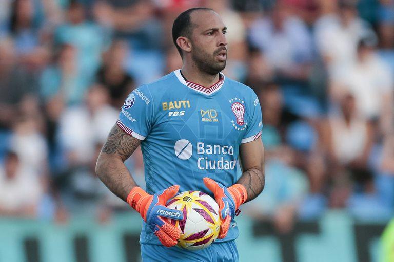 El club oficializó la llegada del arquero, el tercero en los últimos seis meses; fue un pieza clave del DT Gustavo Alfaro en Huracán