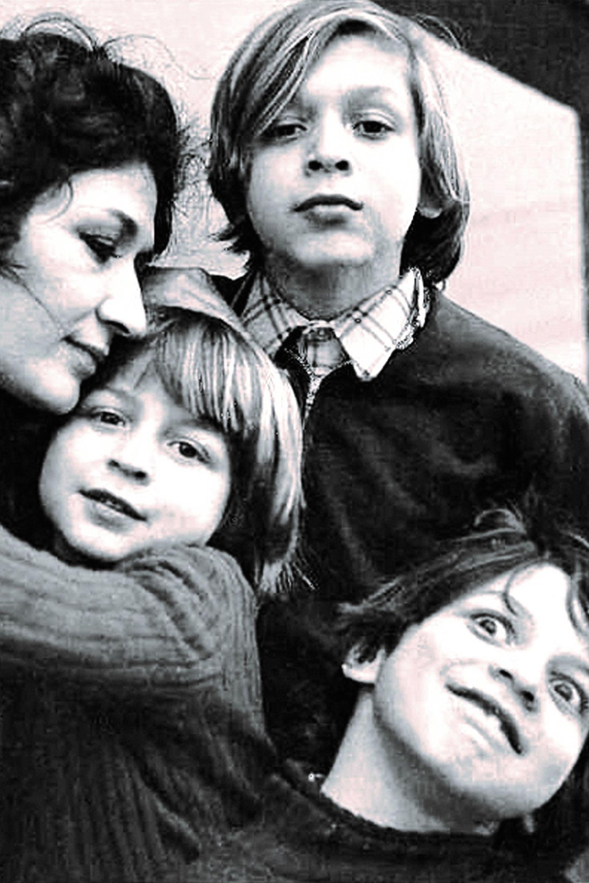 """En una escena """"mucho más exigente que Buenos Aires"""", mientras formaba una familia con Martha Le Parc, el joven mendocino creó también con sus amigos porteños y colegas franceses el Grupo de Investigación de Arte Visual"""