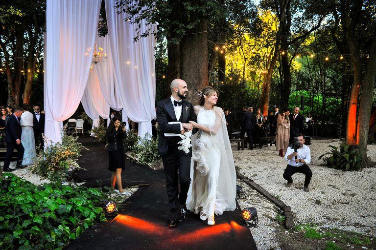 Abel Pintos y su flamante esposa, Mora Calabrese, en la íntima ceremonia frente a sus amigos y familiares