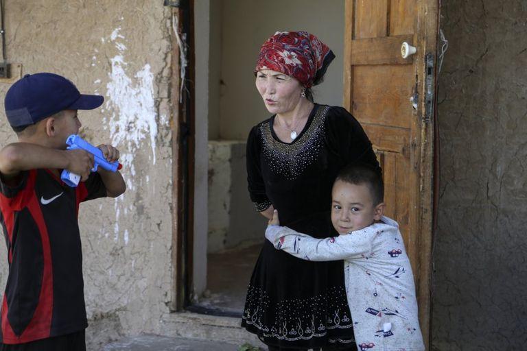 A Gulnar Omirzajh, una kazaja nacida en China, el gobierno le ordenó que se implantara un DIU después de tener a su tercer hijo