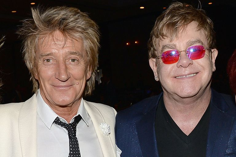 Elton John sigue sin perdonar a Rod Stewart, a pesar de sus intentos por reconciliarse