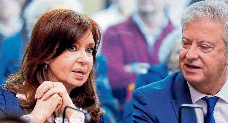 Cristina Kirchner y su abogado Beraldi, claves en las definiciones judiciales; resta que declaren unos 90 testigos, entre ellos Alberto Fernández, Sergio Massa y otros exjefes de gabinete