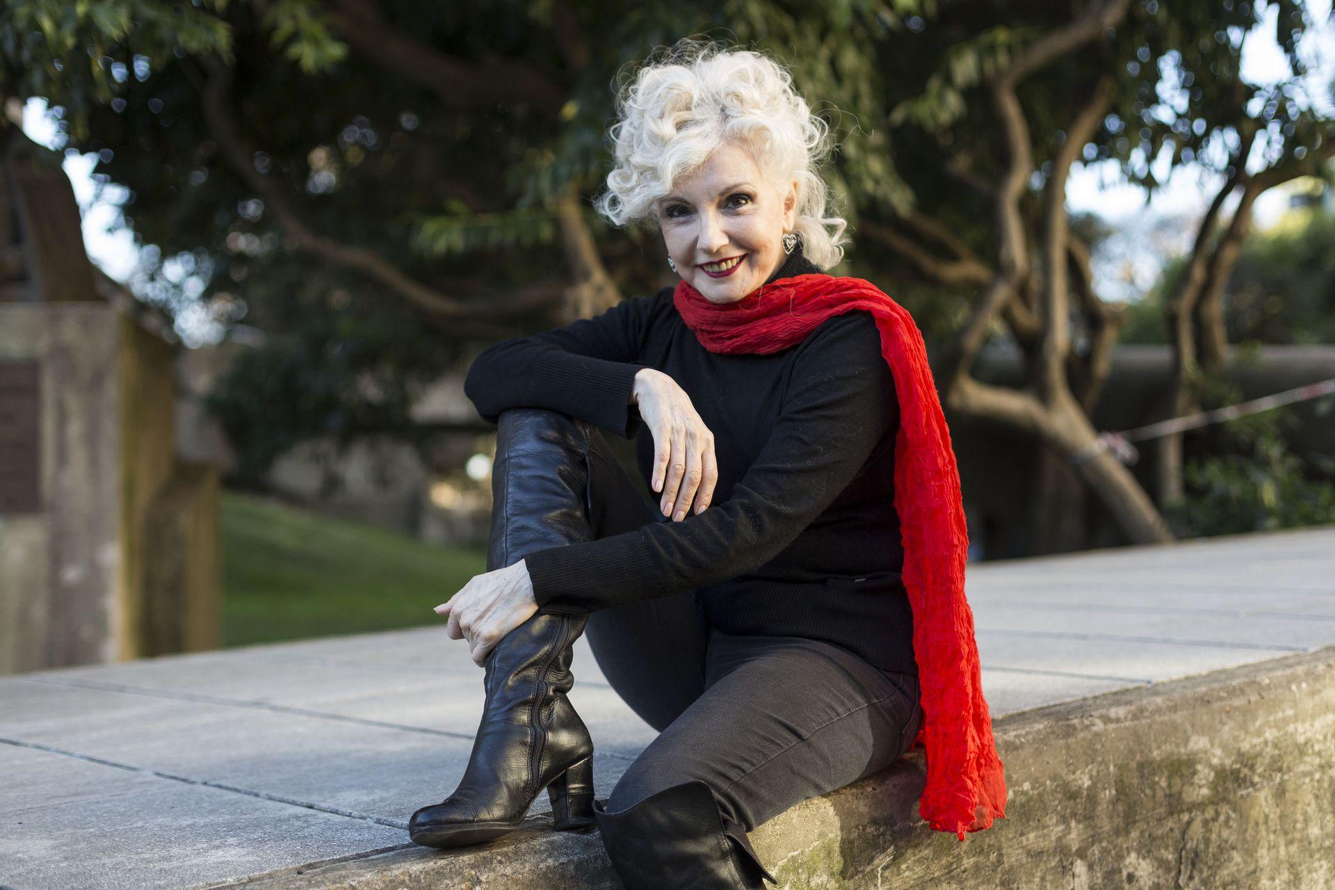 Espléndida, Ana María Cores disfruta de su trabajo y de su armonioso presente personal