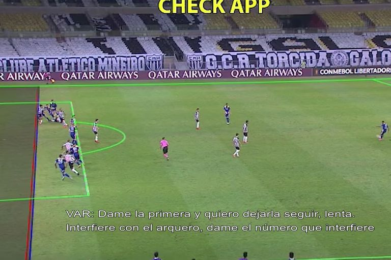 La imagen del offside de Boca y una perspectiva con una línea que no ayuda demasiado a la interpretación en el polémico gol anulado con Atlético Mineiro