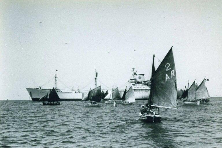 La flota amarilla fue un grupo de catorce barcos que quedaron bloqueados en el Canal de Suez (concretamente en el Gran Lago Amargo) de 1967 a 1975, debido a la Guerra de los Seis Días