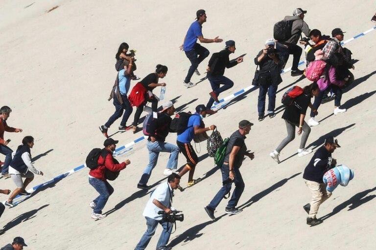 Fuga de inmigrantes en el centro de acogida en Caltanissetta