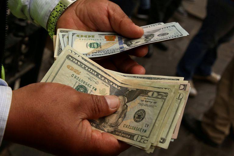 La turbulencia que atravesó la economía local por la suba de la moneda estadounidense disparó una serie de miedos, malos recuerdos y sesgos mentales; cómo se movieron los particulares, los bancos y los fondos de inversión