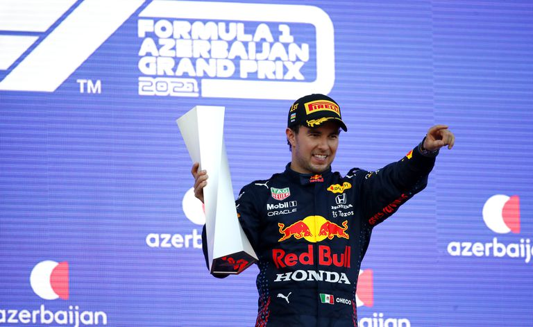 El hombre más feliz en una carrera con un desenlace increíbe: Sergio Pérez en el podio de Bakú