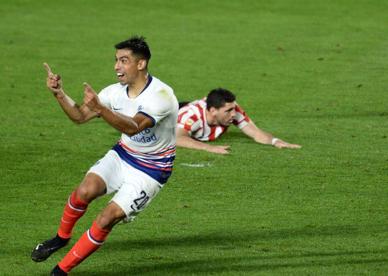 Quién es el ex compañero de Riquelme que desató una fuerte controversia entre Boca y San Lorenzo