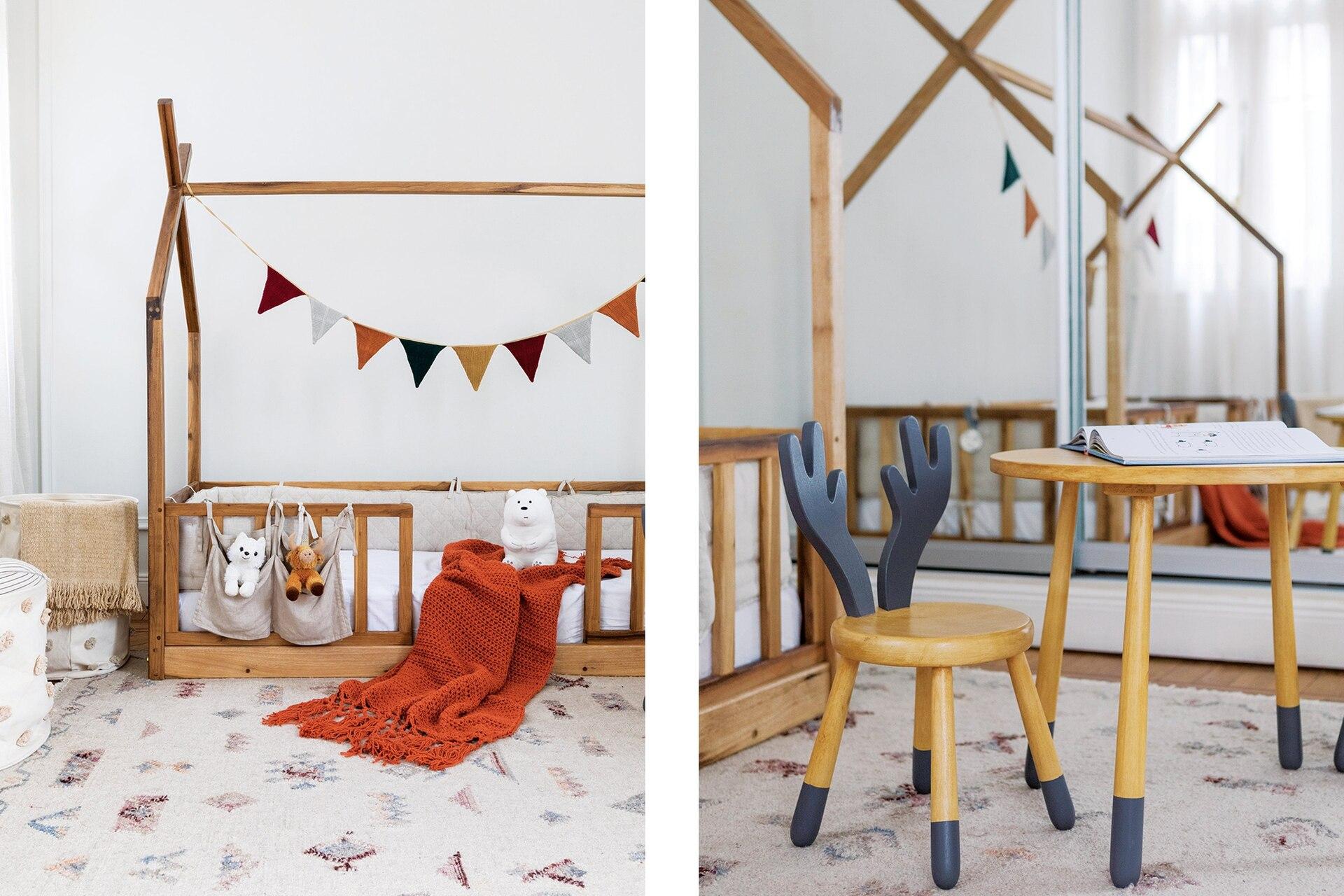 Juego de mesa y sillas infantil y cama 'Casita' (todo, Mercado Libre) con manta tejida en hilo de algodón color ladrillo (Mapuche Hecho a Mano) y bolsas de guardado.