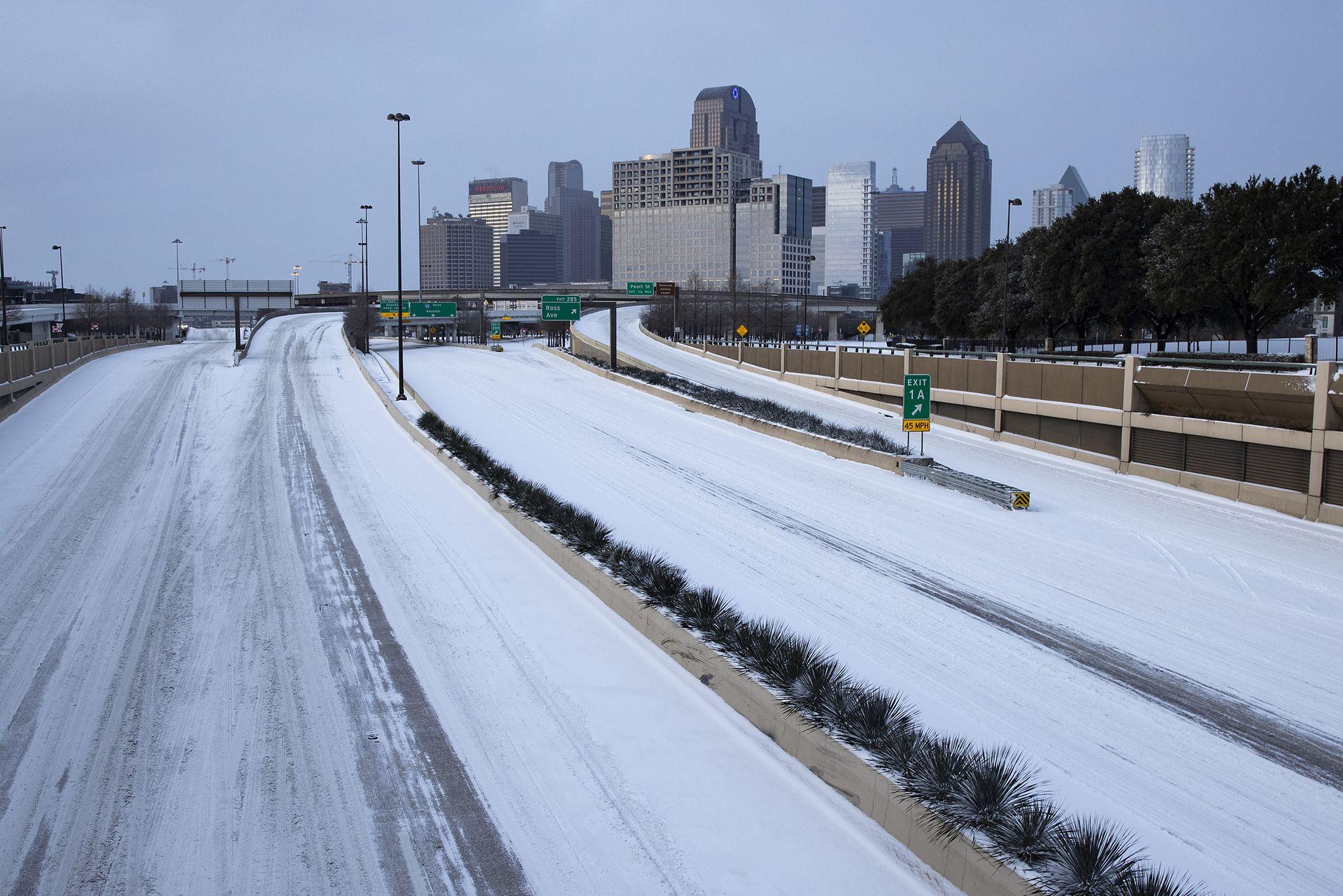 Las rutas y autopistas están intransitables y casi no hay movimiento vehicular