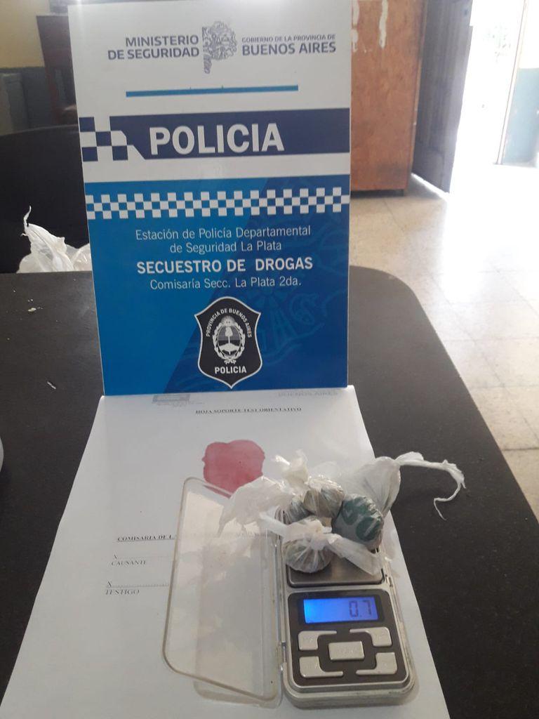 La Policía incautó 8 envoltorios con 8 gramos de marihuana