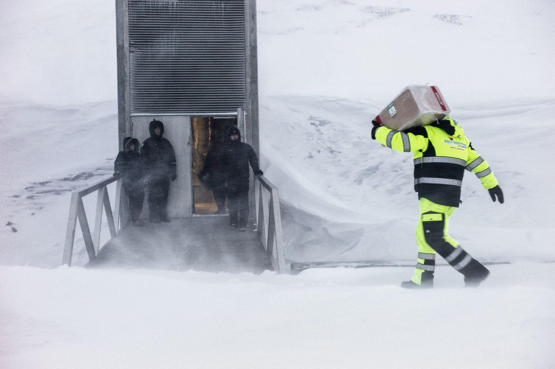 Los trabajadores de este búnker están acostumbrados a la hostilidad del clima.