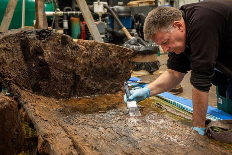Descubren en un estanque en un club de golf un extraño ataúd de 4000 años de antigüedad