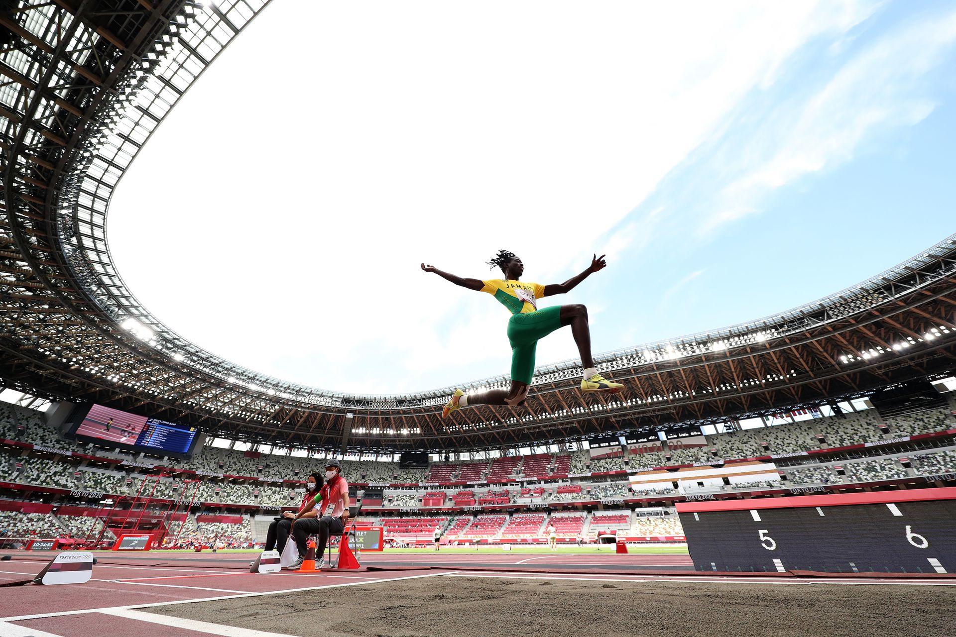Tajay Gayle, de Jamaica, fue undécimo en la final masculina de salto en largo