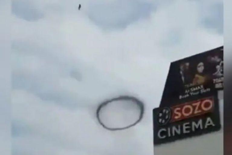 De dónde salen los misteriosos anillos negros que flotan en el cielo